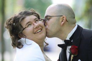 Photo de Julie et de son conjoint lors de leur mariage