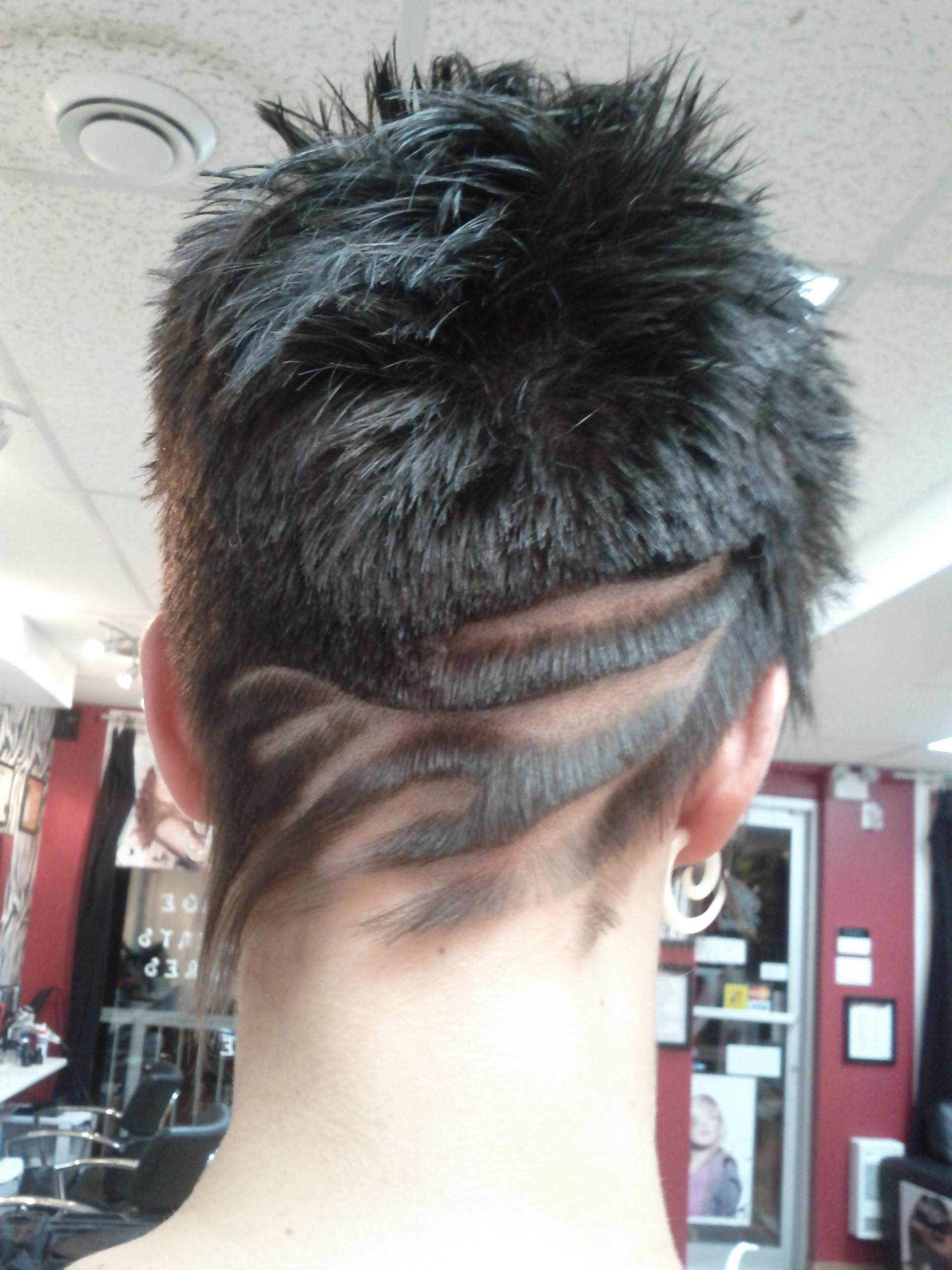 Coiffure tribale femme nuque rjo coiffure salon de for Coupe de cheveux tribal etoile