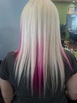 cheveux blond et rose vue de l'arrière