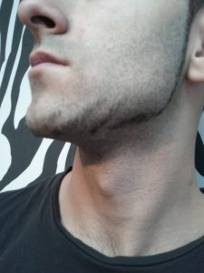 RJO Coiffure-barbe de profil- plan rapproché