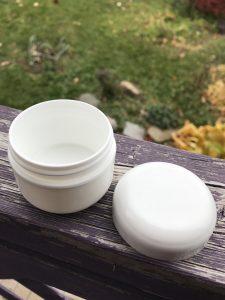 Pot de plastique blanc avec couvercle. Format 30 ml Longueuil Rive-Sud de Montréal